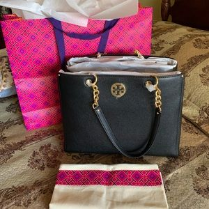 Tory Burch LG Everly Tote!
